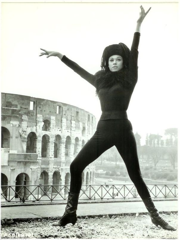 fran-jeffries-tights-boots-rome-colosseum-vintage-candid-photo-the-pink-panther