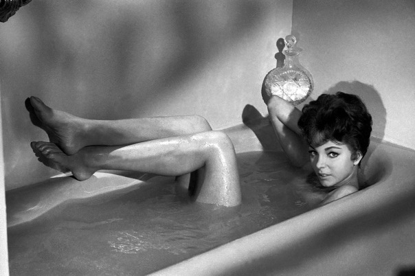 joan-collins-bath-1
