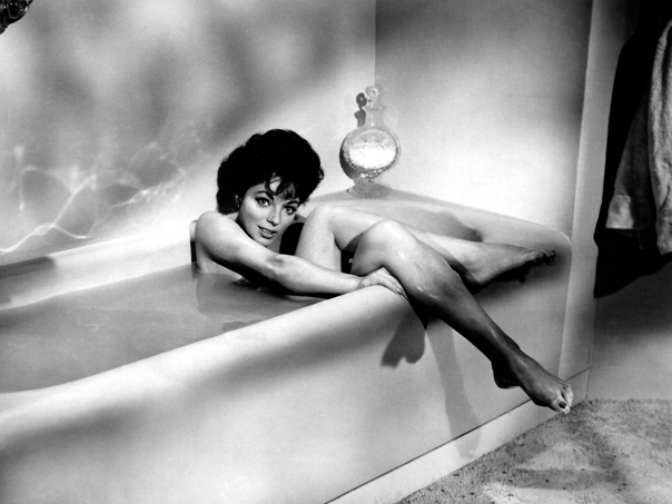joan-collins-bath-2