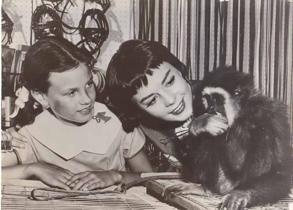 natalie-wood-lana-wood-w_monkey-vintage-photo-candid