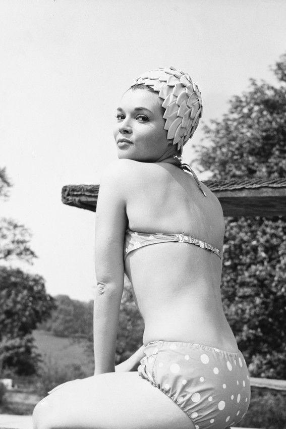 agnes-laurent-bikini-un-franc%cc%a7ais-mai%cc%82tresse-affiche