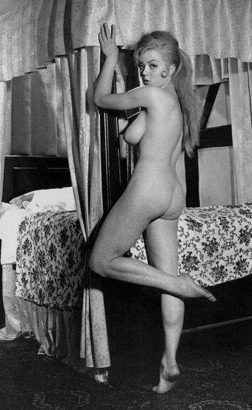 Margaret Nolan posing nude | 24 Femmes Per Second