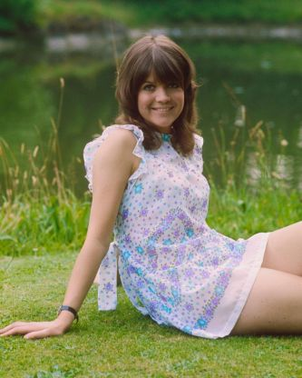"""Sally Geeson Carry On Films 10"""" x 8"""" Photograph no 5"""
